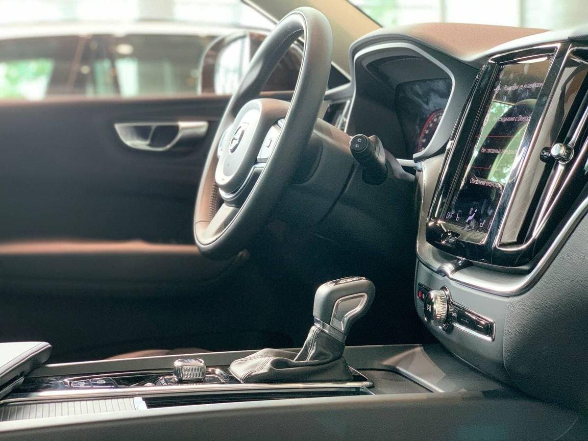 Volvo XC60 2.0 AT (249 л.с.) 4WD Бензин 2021г