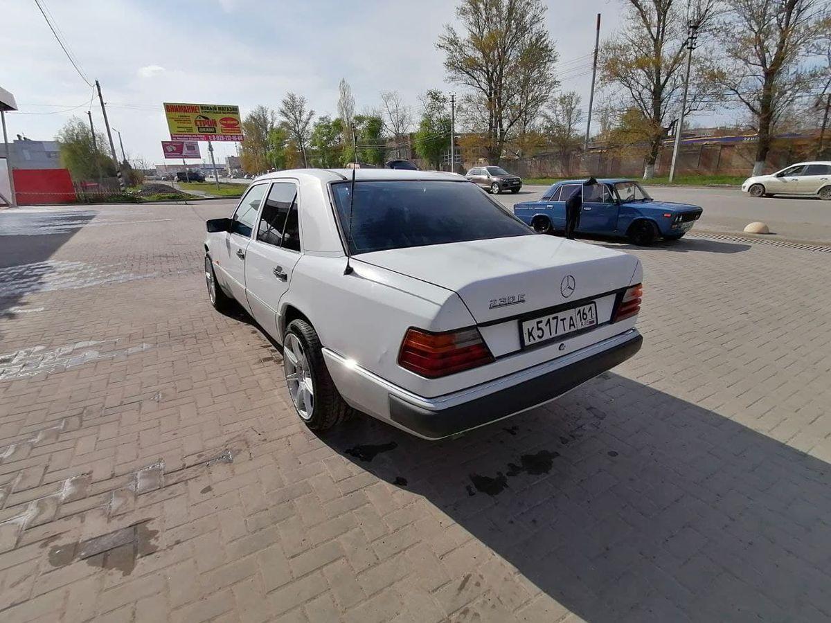 Mercedes-Benz W124